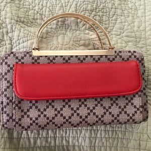 Clutch purse with detachable straps